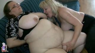 Ces deux grands-mères lesbiennes sont chaudes