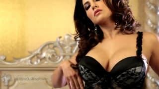Sunny Leone une femme très chic en vidéo !