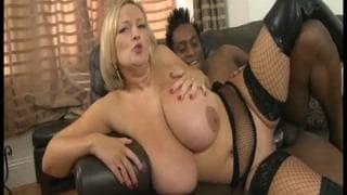 Sydney JJ baise bien avec un black !