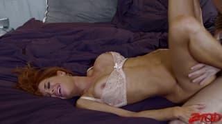 Veronica Avluv baise avec force