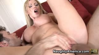 Nikki Benz aime bien ce gros dard !