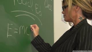 Kristal Summers veut la bite de son étudiant