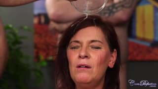 Cette femme adore le sperme