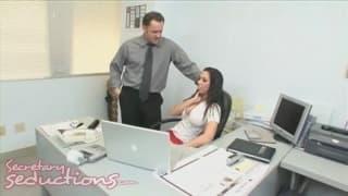 Rachel Starr une secrétaire vraiment sexy !