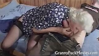 Une mamie qui a besoin de sexe