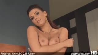 Rachel Starr une brune avec son sextoy !