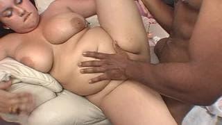 Ce black aime bien les gros cul !