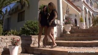 Madison Parker baise sa copine sous le soleil