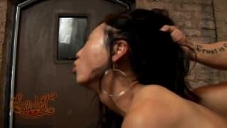 Un peu de sexe sauvage pour Tia Ling