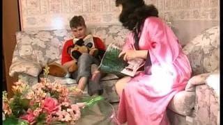 Un jeunot se tape une jolie cougar !