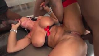 Un peu de sexe interracial pour Lisa Ann !