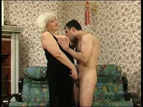jeune lesbienne sexy maman salope suce