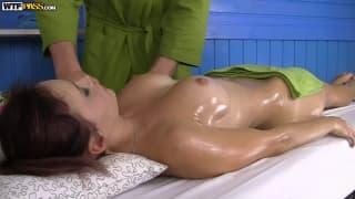Massage pour Olivia qui tourne mal !