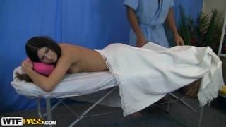 Agnessa pour un massage qu'elle n'oubliera pas