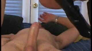 Elizabeth Lawrence et une bite dans le cul