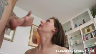 Lara Latex adore se faire prendre devant la cam
