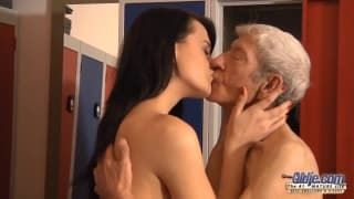 Un vieux avec la diva Eva Strauss