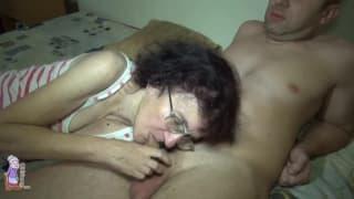 Veronika est une grand-mère délicieuse