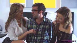 Magnifique trio avec Julian Ann et une teen