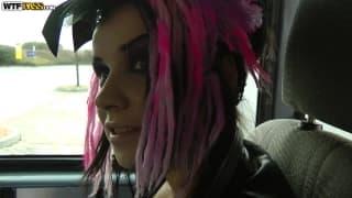 Wendy Moon se fait enculée dans un van
