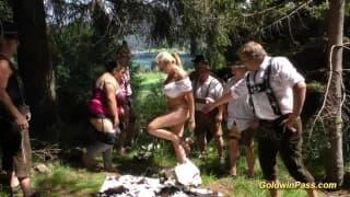Du sexe avec des potes en pleine nature