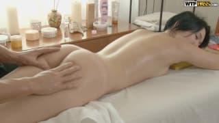 Un massage corporal et anal à ne pas perdre