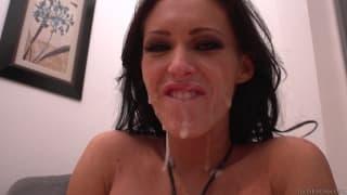 Jenna est une femme délicieuse avec gros seins