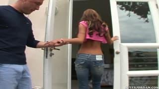 Amy Reid est une nana avec des seins énormes
