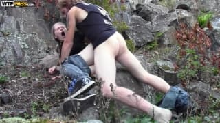 Evelina et Jani baisent dans la forêt