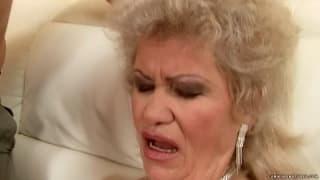 Effie est une femme mature qui aime jouir !