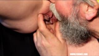 Zora suce la bite de son homme