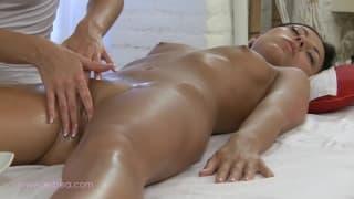 Massage et sexe lesbien
