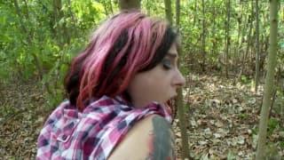 Bonne baise dans les bois avec Joanna Angel