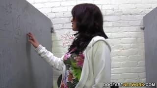 Jessie Ross aime bien sucer de grosses queues !