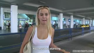 Je ramasse une blonde à l'aéroport !