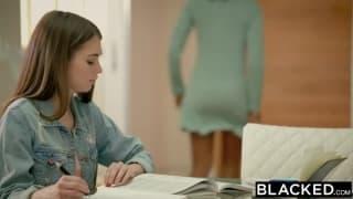 Une énorme bite noire dans le cul de Riley Reid