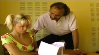 elle se fait baiser par son prof particulier