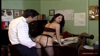Patricia Diamond aime bien baiser au bureau
