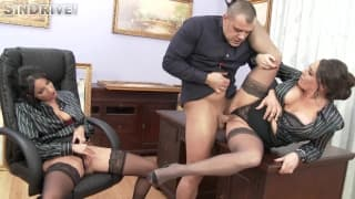 Deux secrétaires qui ont envies de sexe !
