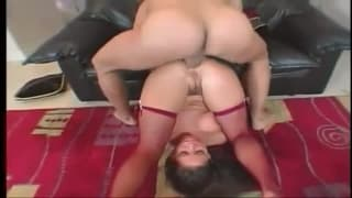 Grosse baise anale pour combler Hailey Page !