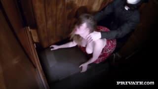 Samantha Bentley baisée au confessional