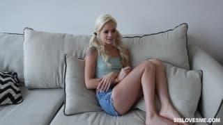 Elsa Jean une jeune blonde toute timide !