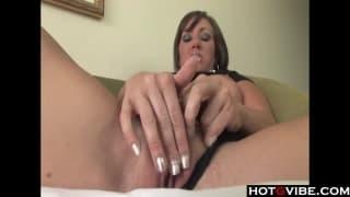 Cette femme adore se masturber