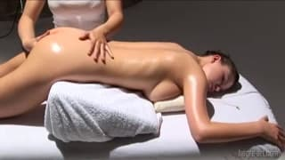 Une tonne d'orgasme durant son massage !