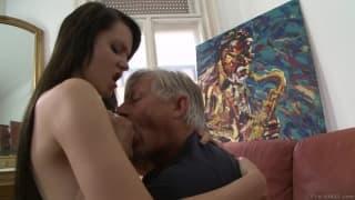 Visite anale pour combler Babette A