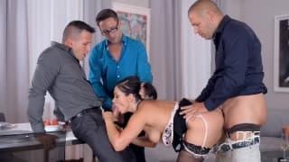 Lea Lexis prise par 3 hommes bien membrés