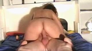 Elle s'installe enfin sur le pénis de son mec