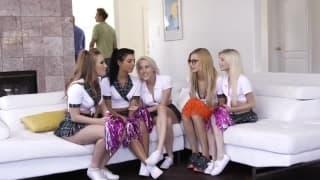 Une partouze en compagnie de pom-pom girls
