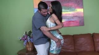 Tabitha Stevens baisée par un mec plus jeune