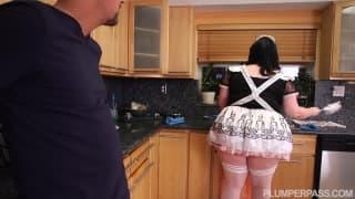 Grosse femme de ménage cochonne a souhait!